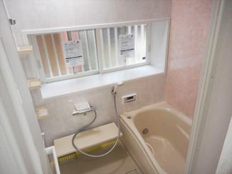 バスルームリフォーム 浴室暖房とペアガラスで断熱性アップ!お手入れも楽になったバスルーム