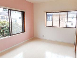 内装リフォーム 女の子向けの可愛らしい内装の部屋と面格子修繕